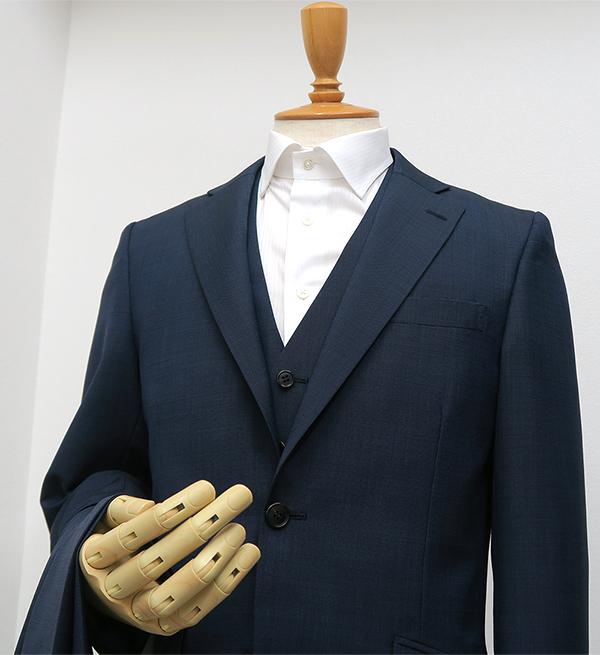結婚式に出席、男性ゲストのお呼ばれスーツ