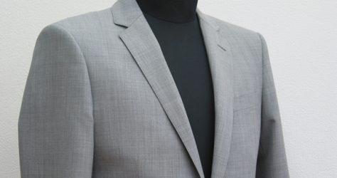 ライトグレー・ショート丈タイトスーツ